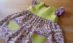 Lille bitte baby kjole