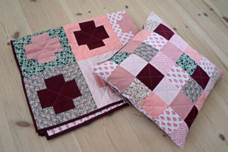 StyleDesignCreate: Pink blomstret patchwork babytæppe
