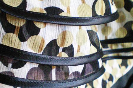Gul kjole med flæser