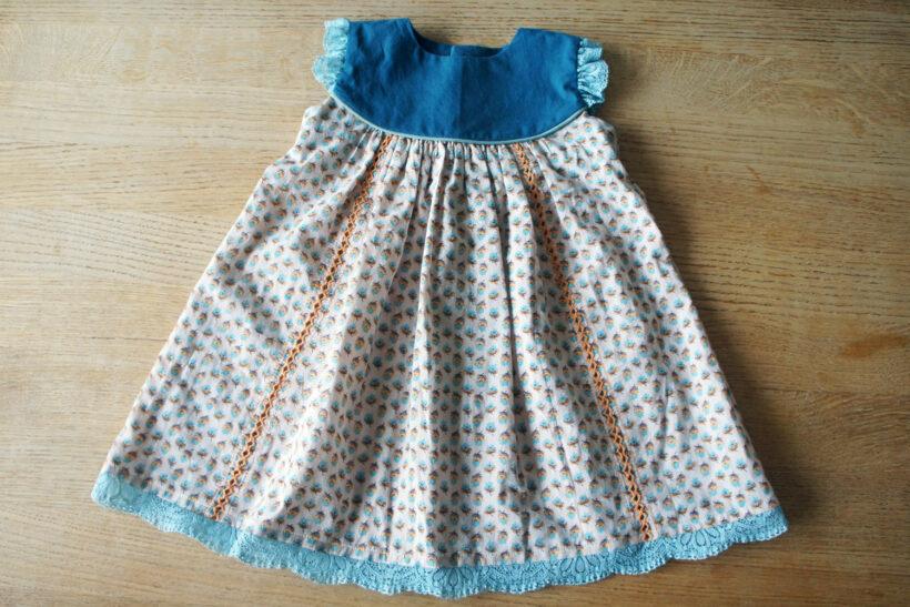 Orange og blå babykjole