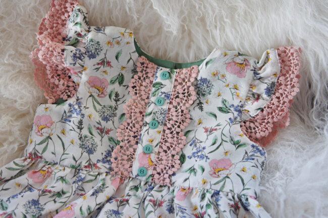 Blomstret babykjole