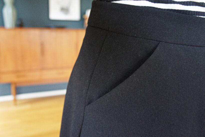 Sort rundskåret nederdel