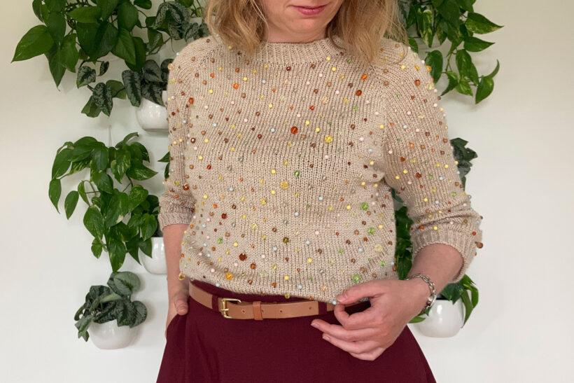 Strikket sweater med perler
