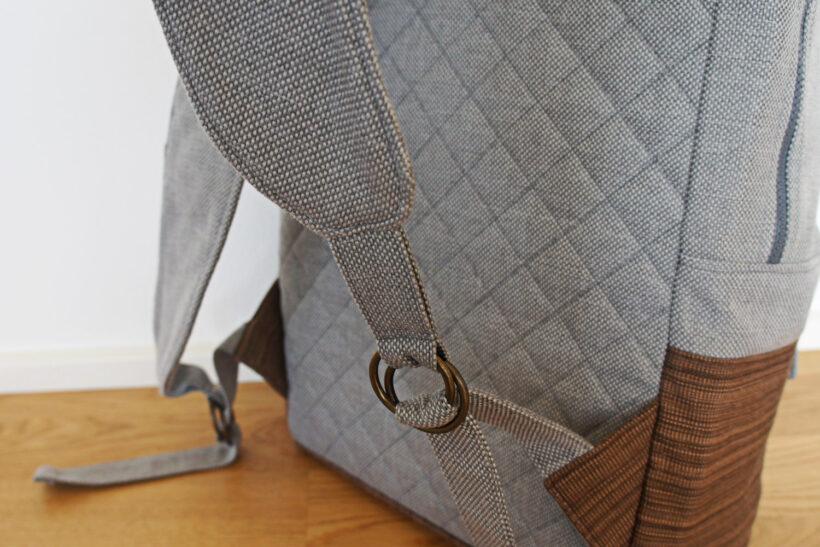 Grå rygsæk med læder detaljer