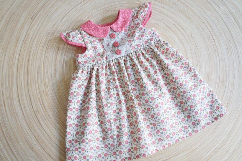 Lyserød blomstret baby kjole