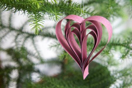 DIY julepynt: Hjerte i hjerte af papirstrimler