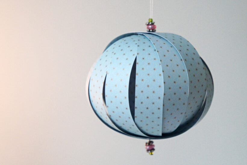 DIY julepynt: Julekugle af papirstrimler