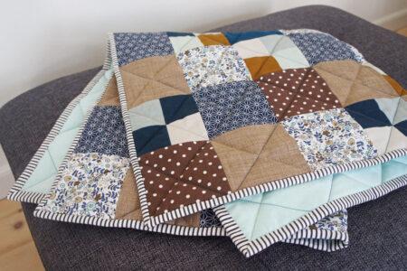 Patchwork tæppe i blå farver