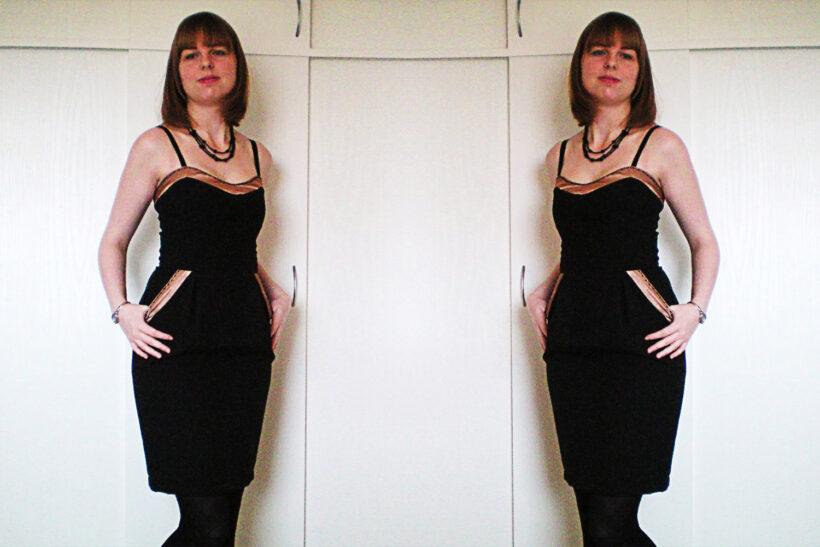 Sort kjole med beige satinkanter